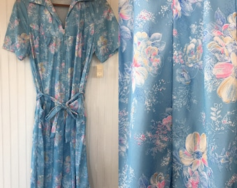 Vintage 70s Size L Large Floral Baby Blue House Dress Pastel Zip Up Belted Pockets with Original Tags from 1979 Deadstock Muumu Retro Gift