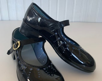 Vintage 80s Deadstock Girls Mary Janes Size 11 1/2 11.5 Patent Leather Black Heel Mint New Condition 70s NOS Maryjanes Hearts Girl Kids East