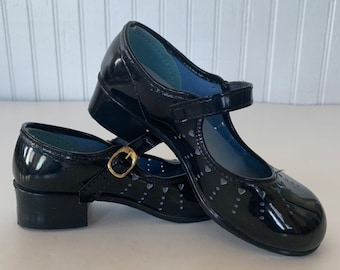 Vintage 80s Deadstock Girls Mary Janes Size 11 Patent Leather Black Heel Mint New Condition 70s NOS Maryjanes Hearts Girl Kids Easter