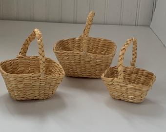 Set of 3 Vintage Deadstock 80s Miniature Wicker Stacking Baskets Home Decor Mini Basket Woven Straw