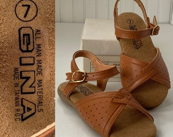Vintage 80s Deadstock Girls Tan Brown Sandals Size 7 Faux Vegan Leather Ankle Strap Peep Toe Shoes New Shoes 70s NOS Maryjanes Girl Kids