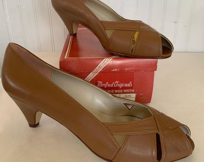 Vintage 70s Deadstock Size 11 Wide Width Brown Vegan Leather Heels Pumps Heel Peep Toe Spring Summer Shoes 80s 11WW 10.5