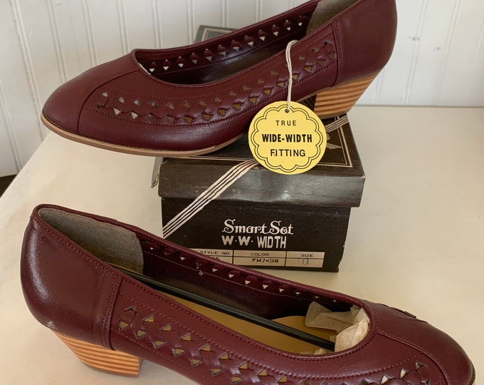 Vintage 70s Deadstock Size 10 Wide Width Brown Pumps Vegan Leather New Condition Shoes Smart Set 80s 10WW 9.5 Brick Burgundy