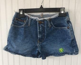 Vintage 90s LEI Denim Blue Jean Short Shorts Daisy Dukes Festival Grunge Frayed waist Size 3 Dark Wash XS 0 2 S Nineties Flower Patched