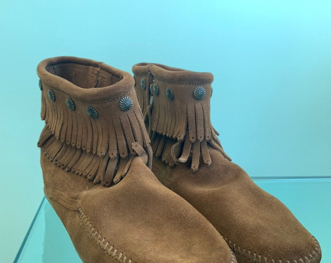 Vintage Minnetonka Boots Size 11 Brown Suede Fringe Rare Unworn Like New Nineties Shoes Bootie Leather 90s Fall Boho