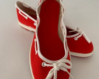 55ce8869c386 Vintage 80s Deadstock Size 6 Boat Shoes Slip Ons Rope Red White Slides Mint  New Condition Spring Sailor Shoe 37 Slide Ons Tennis shoes 70s