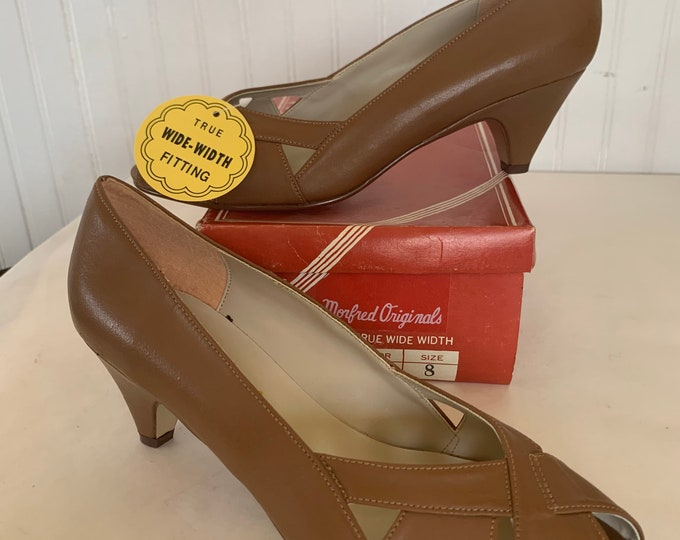 Vintage 70s Deadstock Size 8 Wide Width Brown Vegan Leather Heels Pumps Heel Peep Toe Spring Summer Shoes 80s 8WW 7.5