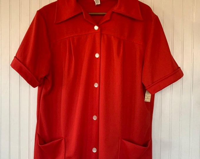 Vintage 80s Large Bright Red Short Sleeve Top Wide Collar Shirt Smock Pockets Button Down Eighties 38 L M/L medium Christmas 70s