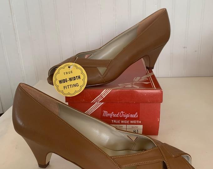 Vintage 70s Deadstock Size 8.5 Wide Width Brown Vegan Leather Heels Pumps Heel Peep Toe Spring Summer Shoes 80s 8.5 WW 8