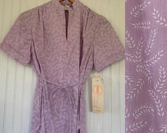 Rare Deadstock 70s Vintage Floral Top Size Medium Purple White 80s Short Sleeves Shirt Slit Neck Belt M Med Large M/L 38 Lavender Blouse NOS