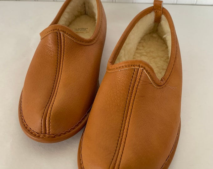 Deadstock Vintage 70s 80s Women's Tan Brown Vegan Leather Faux Sherpa Lined Slippers Size 5 NOS Unworn Boho Shoes Slip On Christmas Comfy