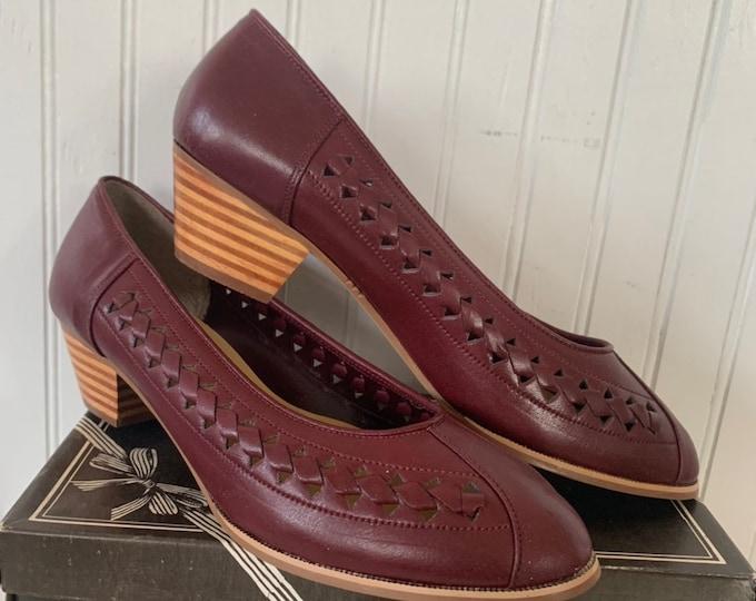 Vintage 70s Deadstock Size 8.5 Wide Width Brown Pumps Vegan Leather New Condition Shoes Smart Set 80s 8.5WW 8 Brick Burgundy
