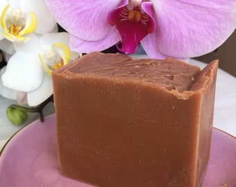 Discreet - Handmade soap enriched with Shea butter, organic 100% ingredients.