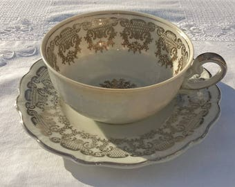 Very lovely Wunsiedel Bavaria teacup and saucer, antique teacup