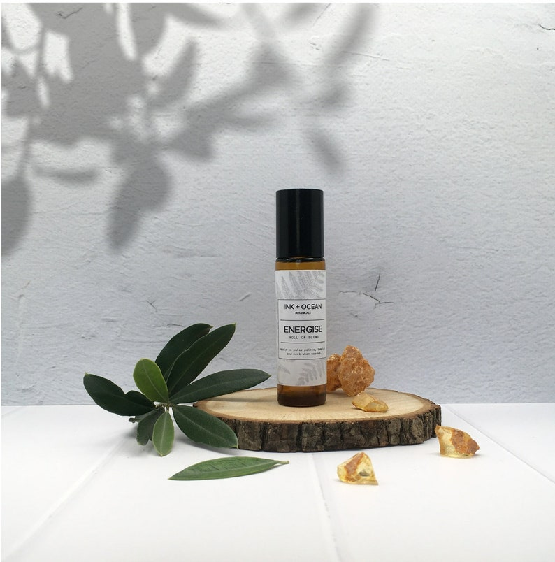 Energise blend to revitalise and stimulate energy levels  Made with  therapeutic grade essential oils, vegan, alcohol free