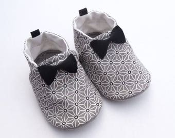 Sole leather baby shoes and cotton top with bows sewn on the top.