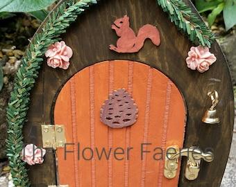 Fairy door - Pine cone cottage