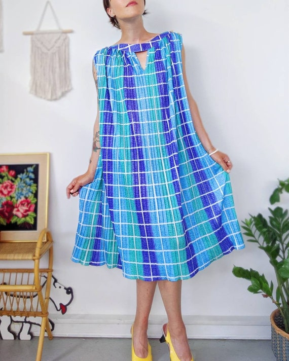 VINTAGE 1970s / Polyester pleated dress / L Large
