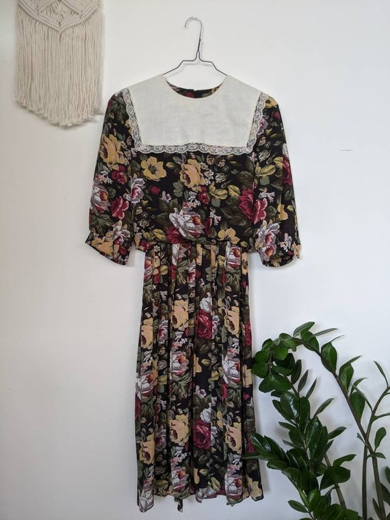 VINTAGE 1980s // Amish-style floral polyester dres