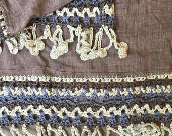 Beautiful spacious scarf, grey with a crochet edging