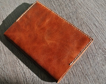 Hand-stitched passport cover brown Pull Up leather