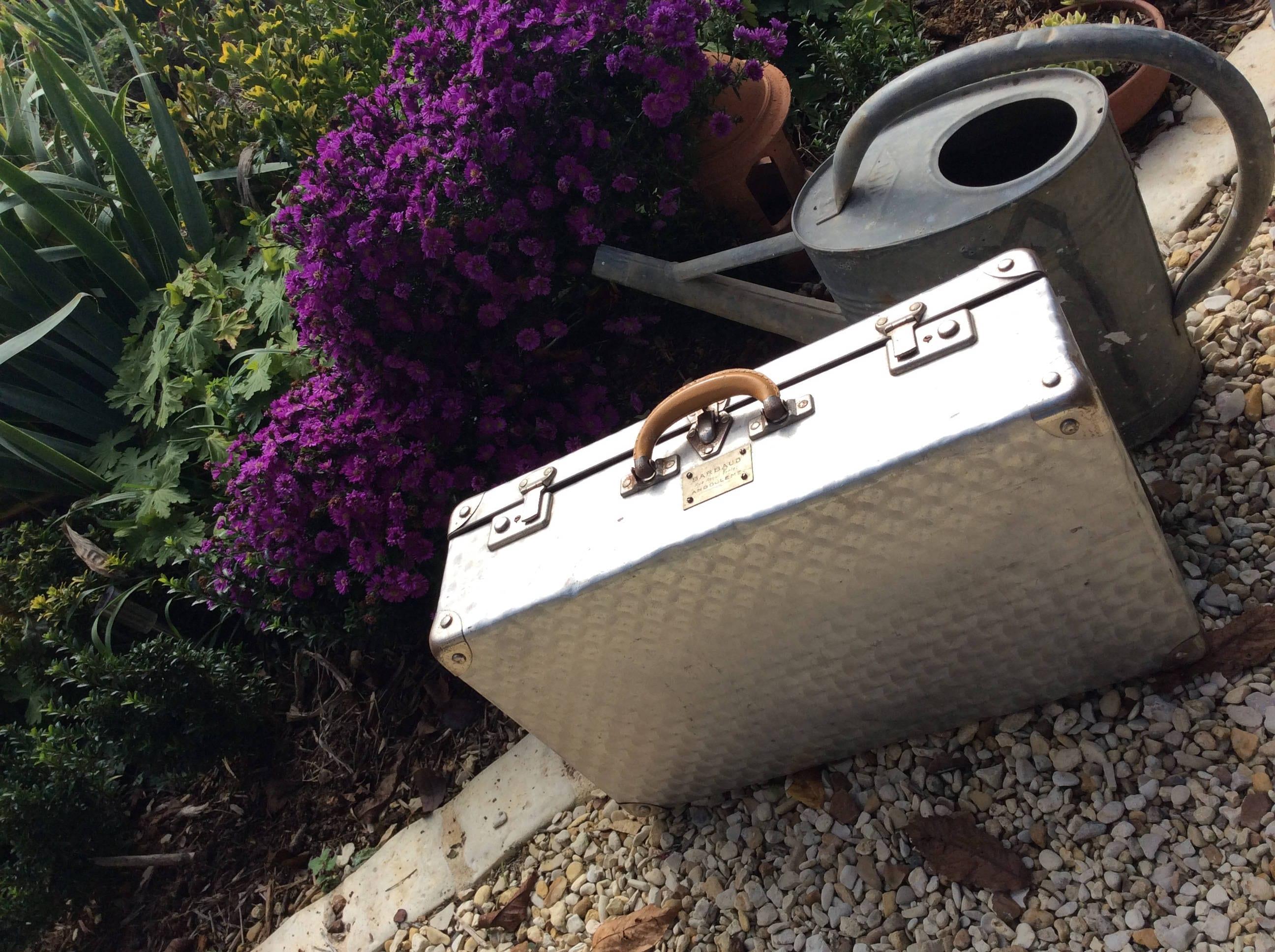 taille moyenne valise vintage fran ais en aluminium. Black Bedroom Furniture Sets. Home Design Ideas