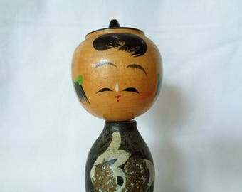 1138 : Kokeshi doll ,Japanse vintage wooden Kokeshi doll with a rotating head,Handcrafted in Japan