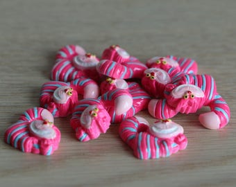 Alice cheshire cat cabochons - Polymer clay - 20mm x 18mm x 8mm - 2 pcs