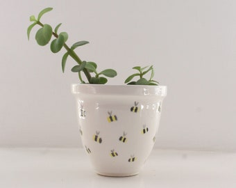 afa6fa6e86942f Ceramic plant pot with bee design