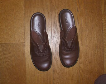 188d8d27a Clarks Medium Brown Embroidered Front Gorgeous Leather Women s Clogs Shoes  Slip-On s Size  M Made in Brazil