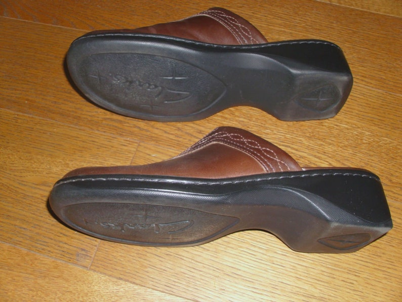 e31e936d45828 Clarks Medium Brown Embroidered Front Gorgeous Leather Women's Clogs Shoes  Slip-On's Size 8M Made in Brazil
