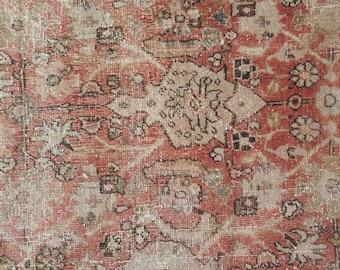 7x10 Distressed Vintage Mahal Carpet