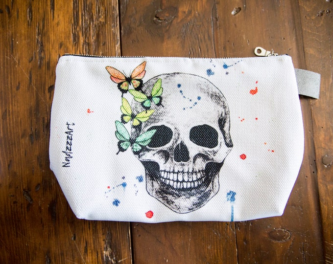 Large printed pouch SKULL.