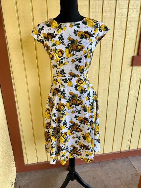 Pin up Style Dress w/Roses