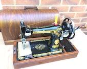 Vintage Singer 28, 28K handcrank sewing machine with bentwood case.