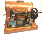 Antique Singer 28, 28K hand-crank sewing machine with case and quot Scrolls and Roses quot variant (small roses) decals