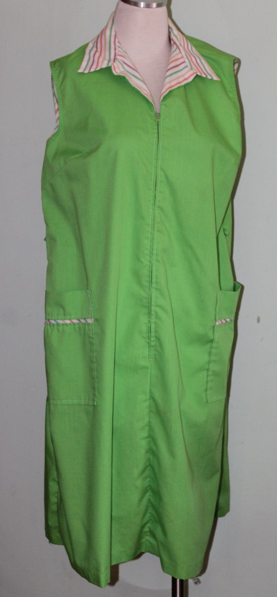 Plus Size House Dress, Vintage 1970\'s, apple green, 43\