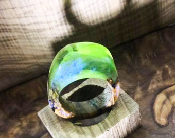 Olive and resin ring with changed pigments ring wood resin