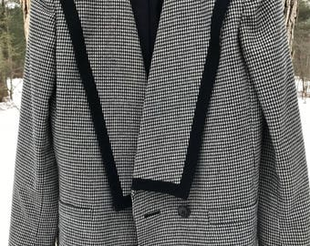 vintage 80's houndstooth blazer with black wool trim size 4/5/small