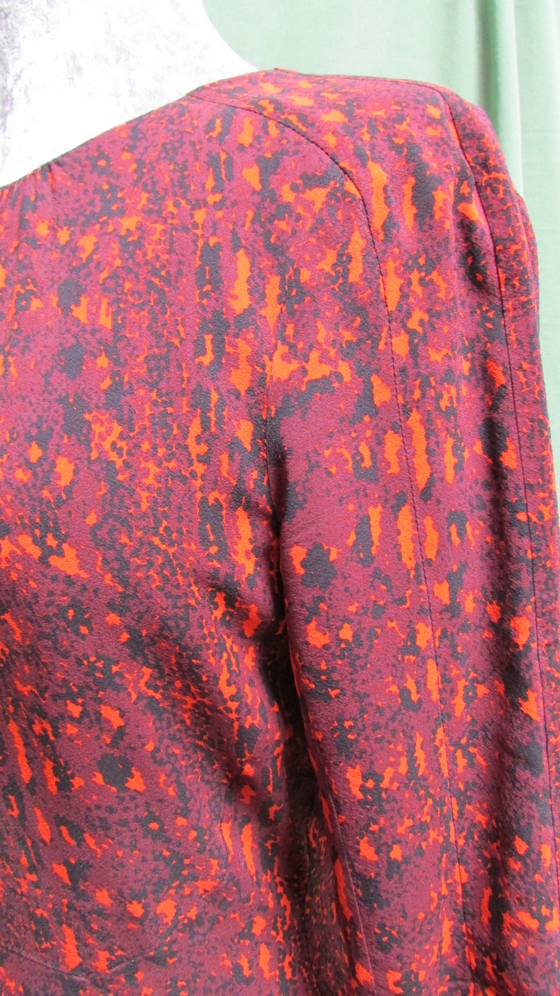 Sweet 34 sleeves and gathered round neck UK 12 Lovely silk fitted dress by Whistles pretty shades of Autumnal colours a great Xmas dress