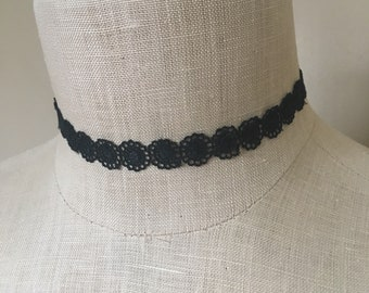 Black flower choker