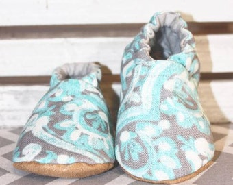 Blue Ella Crib Shoes, Baby Booties, Baby Shower