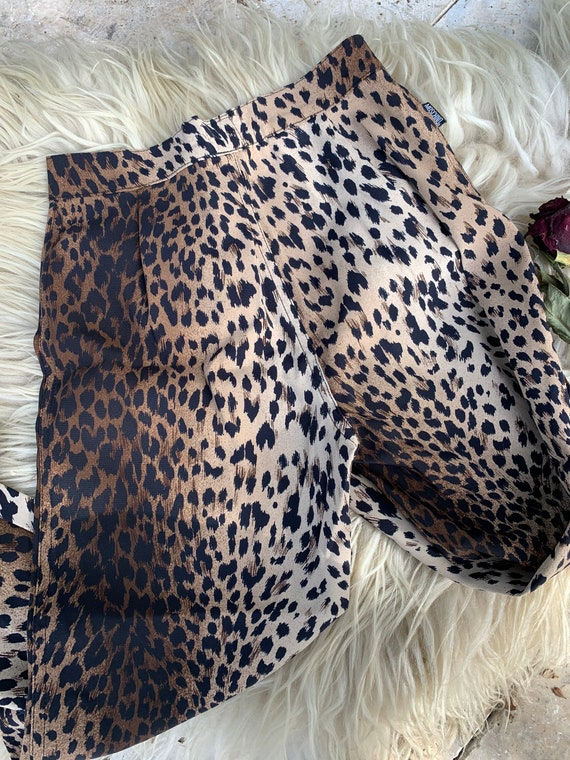 Vintage 90s Moschino cropped leopard print pants - image 3