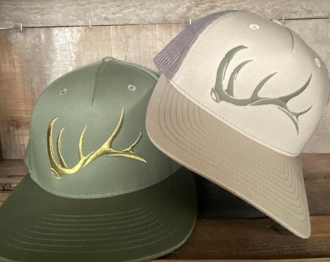 Game On bull elk shed (snap back hat) embroidered