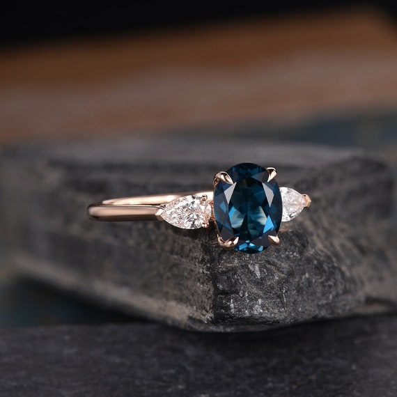 2ct @look oval sapphire claster ring size S ;9.5