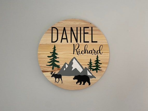 Round Nursery sign. Personalized round wood sign. Woodland nursery sign. Nursery wall art. Baby name sign for over the crib. Custom name