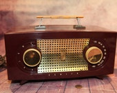 Vintage Brown with Gold Grill, Zenith 1040 39 s AM Tube Radio, 11 quot , NON WORKING B25-11-14