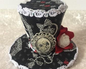 Alice im Wunderland inspiriert Mini Hut Fascinator