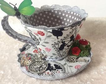 Alice im Wunderland Teetasse Fascinator