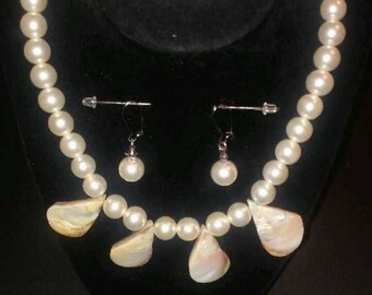 Beige Pearl and seashell jewelry set